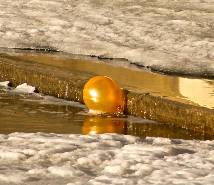 gold balloon in Wascana Creek