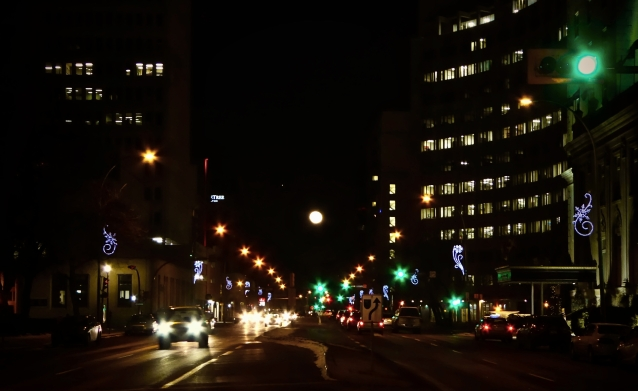 full moon Victoria Avenue
